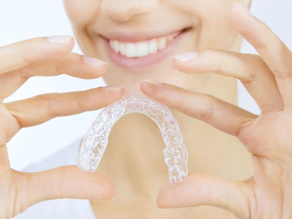 ortodoncia-invisible-invisalign-clinica-dental-metrisalud-mentrida